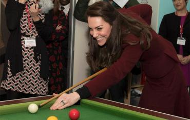 Kate Middleton jugó al pool con niños en un instituto mental