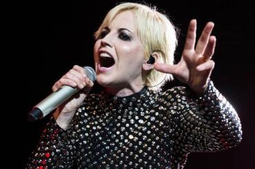 Falleció la cantante Dolores O'Riordan, vocalista de The Cranberries