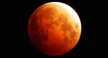 Eclipse total de luna y superluna: cuando ocurrirá y su incidencia en cada signo